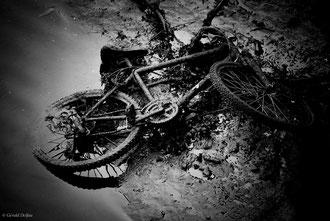 Epave de vélo croupissant dans la vase de la Liffey River