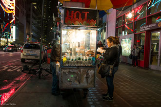 Hot-Dog_Time_Square