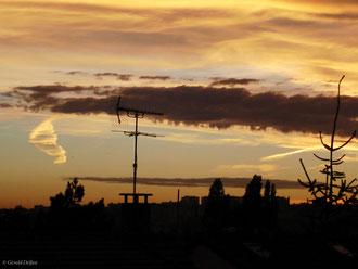 Antenne hertzienne dans le ciel_Rosny-sous-bois