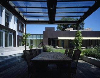 Sommerküche/Pergola/Essplatz: Stahl pulverbeschichtet/Glas/Nirosta - Foto © G. Zugmann