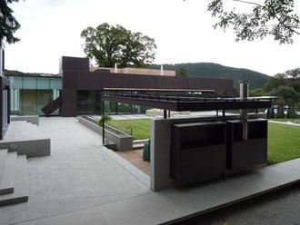 Sommerküche/Pergola/Essplatz: Stahl pulverbeschichtet/Glas/Nirosta - Foto © Knauer Architekten
