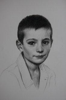 crayon fusain sur papier blanc, 40/30cm, 2021