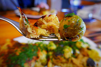Riesenkartoffelpuffer mit Rosenkohl