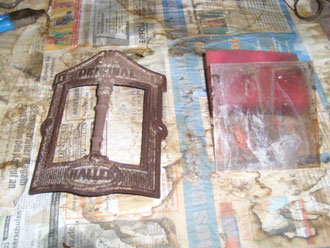 Rahmen des Sichtfensters und alte Mica-Scheibe, vor Restauration