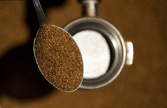 Geröstete und Gemahlene Gerste - fertig für die Zubereitung von Orzo - Kaffee / Gerste - Italien
