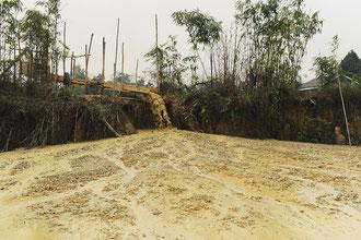 Durch den EInsatz von Quecksilber, bei der Goldsuche, werden Seen und Flüsse vergiftet