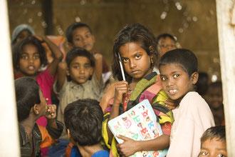 Millionen Menschen in Bangladesh, vor allem Kinder sind durch Mangelernährung de facto behindert / Reis - Bangladesh