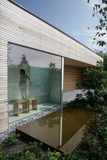 Atriumhaus am See Romanshorn: Wasserbecken beim Eingang (Foto: Francesca Giovanelli)