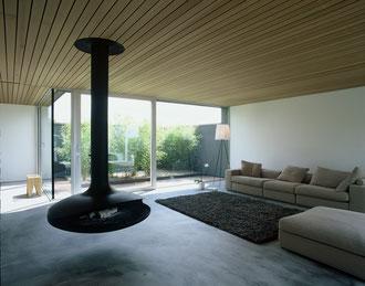 Vier Höfe, Frauenfeld: Wohnzimmer mit Blick in den Bambushof (Fotos: Francesca Giovanelli)