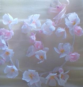 Guirlandes de fleurs en papier teintée pour la décoration mariage