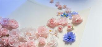 Envol de Mini-fleurs en papier crépon art papier Paris décoration