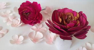 Fleur papier crépon et cartonnée-artisan fleuriste à Paris