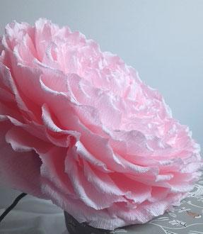 Création d'une rose géante en papier avec tige -art papier Paris décoration