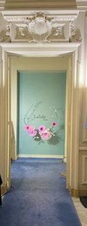 Couronne géante de fleurs teintées avec papier translucide