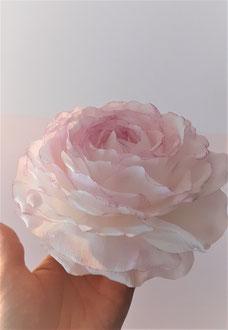 Tête de rose en papier crépon, création fait main teintée, spécial fleuriste Paris