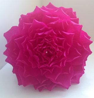 roses en papier crépon décoration  création atelier de fleurs en papier