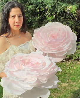 Rose géante en papier crépon-Paris Atelier Maria Salvador  décoration événementiel mariage Paris