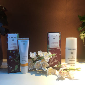 fleur cerisier en papier -décoration magasin cosmétique -Paris