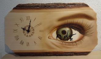 Holzuhr Auge