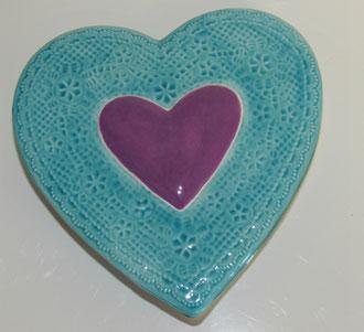 Boite à bijoux modèle coeur émaillé turquoise et violet