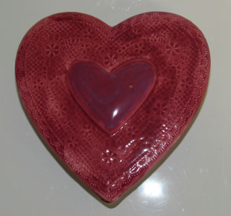 Boite à bijoux modèle coeur émaillé rose et violet