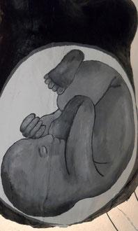 """Babybauch-Gipsabdruck - 10/12 Titel: """"Das Licht unter meinem Herzen"""""""
