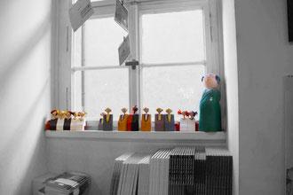 Kantenhocker in der Fensterniesche