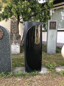 Grabmal / Grabstein schwarz schwedischer Granit 42/38x20x110cm