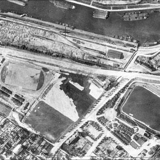 Luftbild von 1926, das Barackenlager ist am linken Rand in der Mitte erkennbar; Das Parkgelände ist noch völlig unstrukturiert, Quelle: Metropole Ruhr