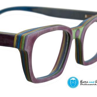 handgemachte brillenfassung aus skateboard / im kundenauftrag / copyright by kurz & weit brillenwekstatt