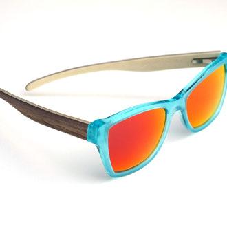 hangefertigte brillenfassung - holzbügel - walnuss & ahorn - copyright by kurz & weit brillenwerkstatt