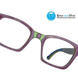 handgefertigte brillenfassung aus skateboard / copyright by kurz & weit brillenwerkstatt