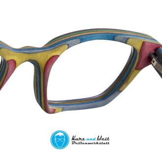 handgemachte brillenfassung aus skateboard/ copyright by kurz & weit brillenwekstatt