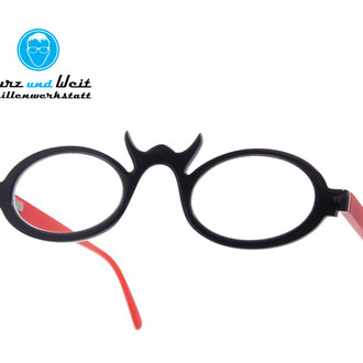 handgefertigte brillenfassung / copyright by kurz & weit brillenwerkstatt