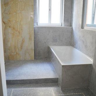 Terrazzoboden im Badezimmer