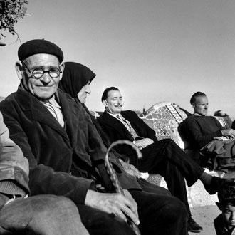 Francesc Català-Roca. Dalí al Parc Güell. 1950.
