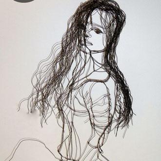 "ARC EN LUNE Fabienne Quenard ""Miss Jean"" jeune femme mi-taille en fil de fer 3D H.95xL.30xP.30cm"