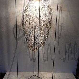 """Luminaire """"Cocon"""" en fil de fer et cuivre à poser ou à suspendre de Arc en Lune H.110x3àx30cm avec lampe led 4w"""