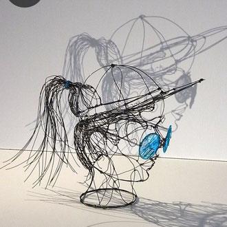 """ARC EN LUNE Fabienne Quenard """"Miss 80's"""" jeune femme visage lunettes casquette en fil de fer 3D H.29xL.25xP.45cm"""