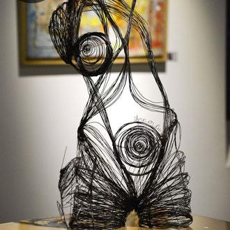 """ARC EN LUNE Fabienne Quenard buste femme """"Amazone"""" 3D taille réelle fil de fer"""