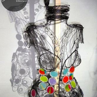 """ARC EN LUNE Fabienne Quenard robe couture """"Meta"""" 3D avec intégration de pastilles transparentes et couleur  H. 140  x P.50 x L. 45cm"""