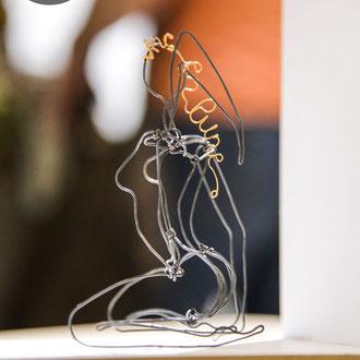 ARC EN LUNE Fabienne Quenard Femme nue assise en fil de fer 3D H.15xl.7xP.10cm