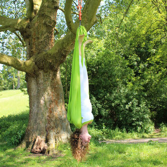 AERIAL YOGA SCHULTERSTAND