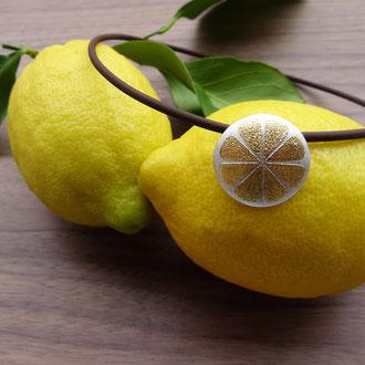 """Anhänger """"Lemon"""" in Silber 925 mit aufgeschweisstem Feingold, Preis ohne Kautschukcollier CHF 360.-"""