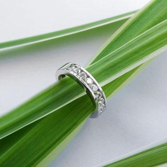 Verlobungsring in Weissgold 750 und eingeklemmt gefassten Brillanten, Kundenauftrag