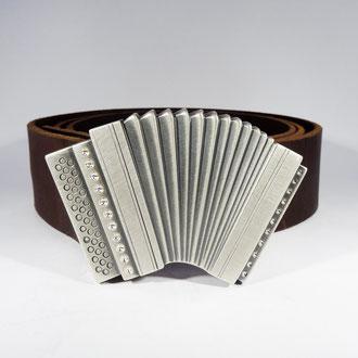 Schwyzerörgeli in Silber teilweise geschwärzt, mit Ledergurt, Preis auf Anfrage