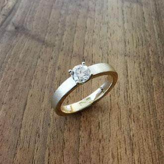 Verlobungsring in Gelbgold 750 mit Brillant in Grifffassung, Kundenauftrag