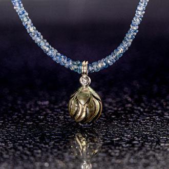 Tahiti-Perle graviert mit weissem Brillant, in Weissgold 750, ohne Kette CHF 700.-