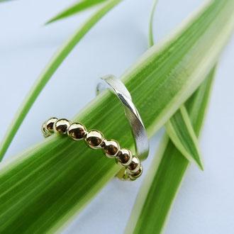 Feine Ringe in Gelbgold und Silber, hervorragend auch als Beisteckringe geeignet, Silber: CHF 250.- / Gold CHF 550.-