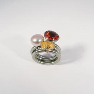 Original Swivel-Ringe in Edelstahl mit vielfältig kombinierbaren Aufsetzern, Preise zwischen CHF 200.- und 800.-